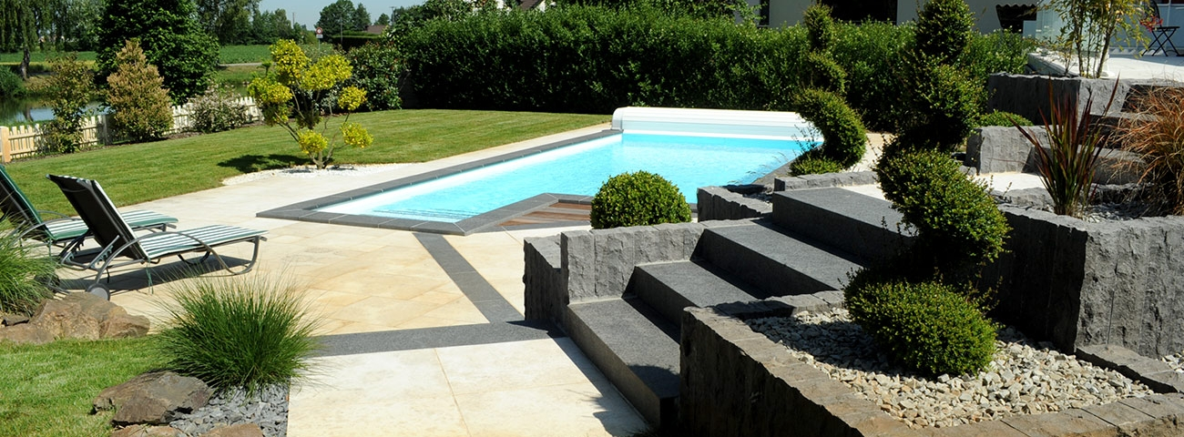 Amenagement jacuzzi exterieur xa12 jornalagora for Decoration piscine et jardin